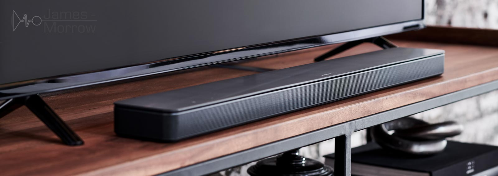 bose soundbar 500 close-up on TV stand lifestyle image
