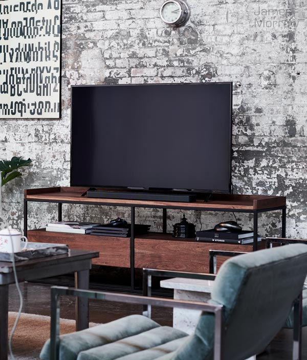bose soundbar 500 on TV stand lifestyle image