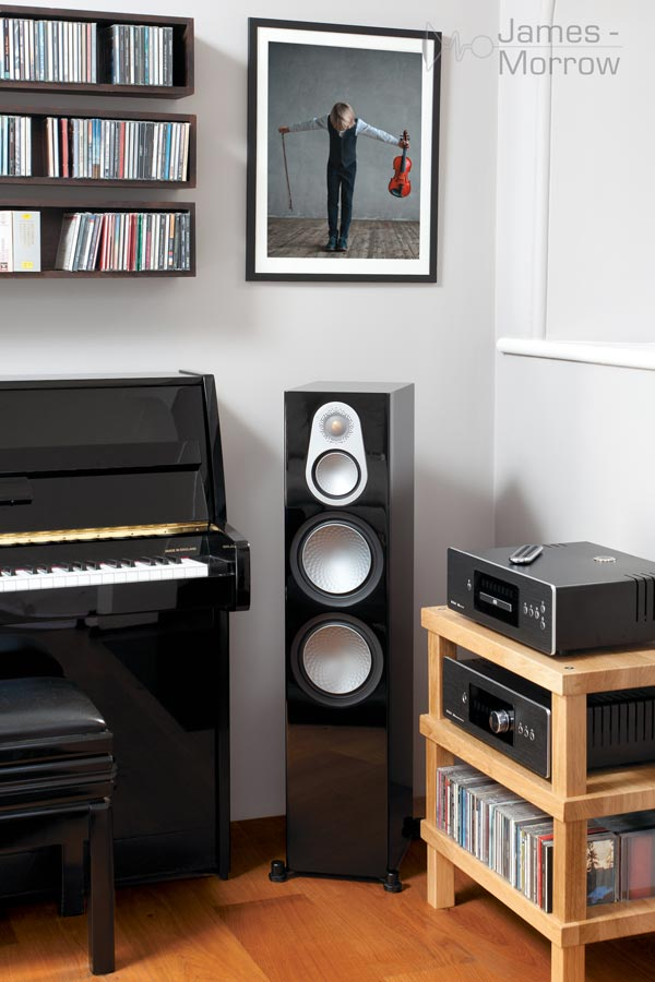 monitor audio silver 500 single gloss black in corner lifestyle image