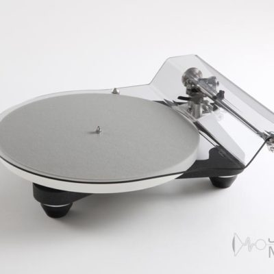 rega planar 10 front side elevated with lid product image